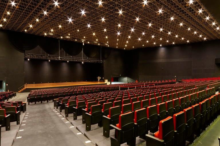 Auditório Master vista para o palco diagonal